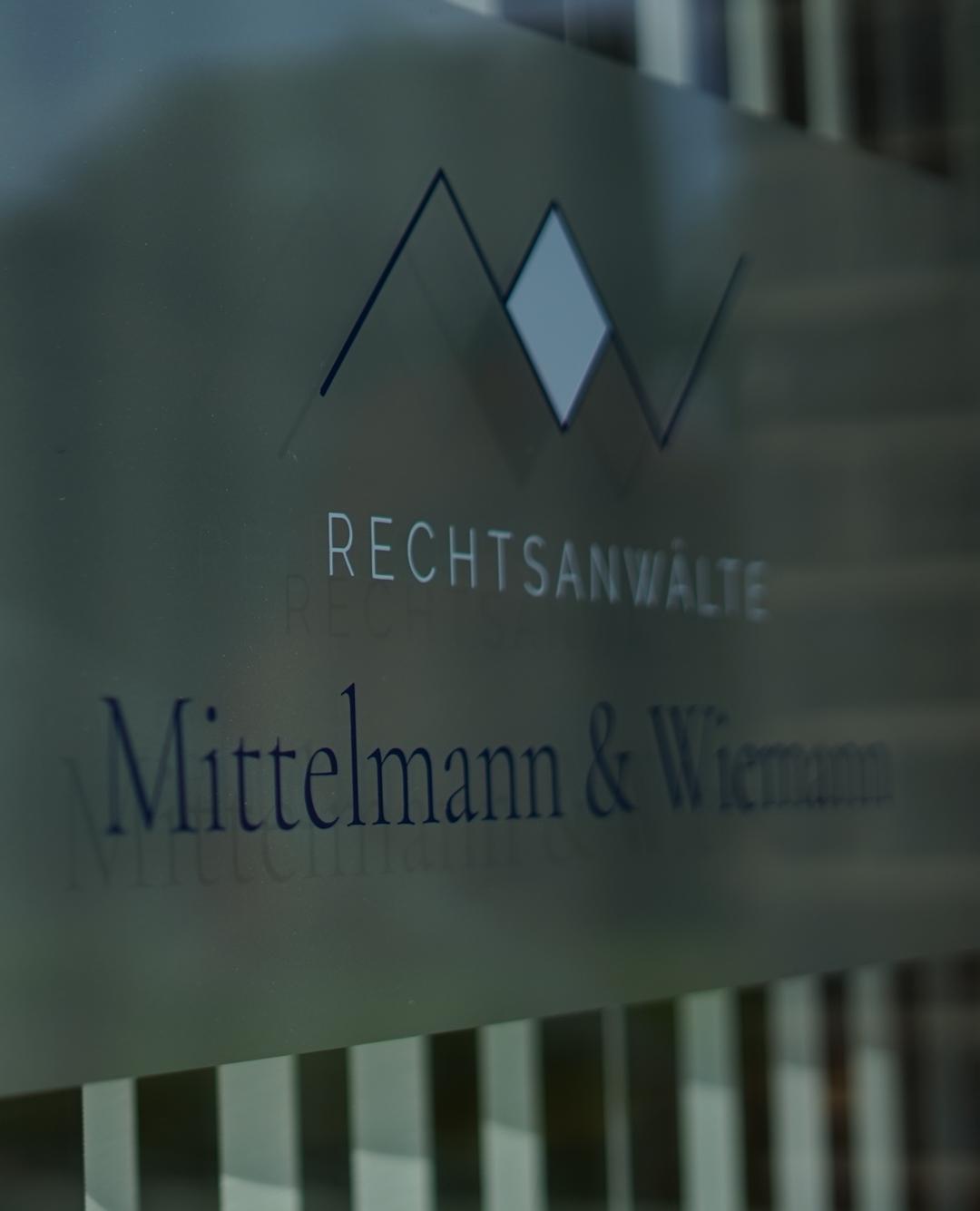 Fenster der Kanzlei Mittelmann und Wiemann